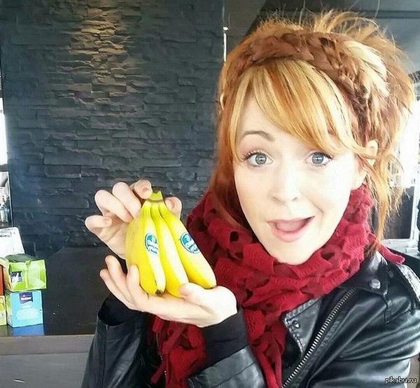 Еще 1 член лиги великанов маленькие бананы, большая Lindsey Stirling
