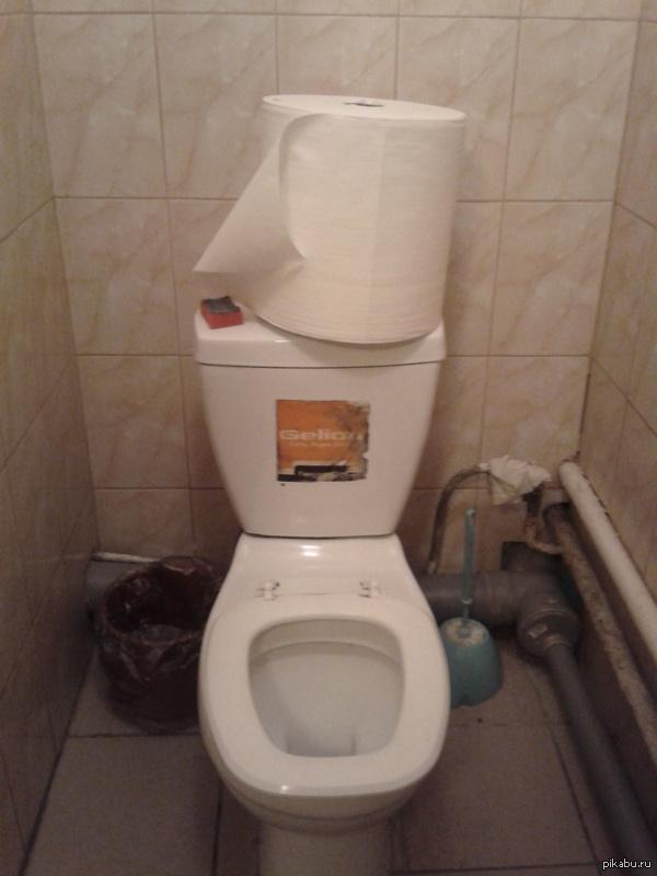 Заказали, значит, в офис, туалетную бумагу... Фоткал на тапок(Samsung GT-I8150)
