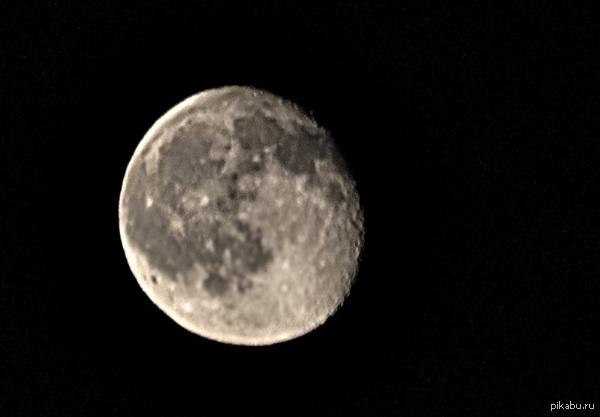 Мой первый опыт в фотографировании луны Не судите строго, стекло хреновое, а в ручной фокус из-за зрения не могу