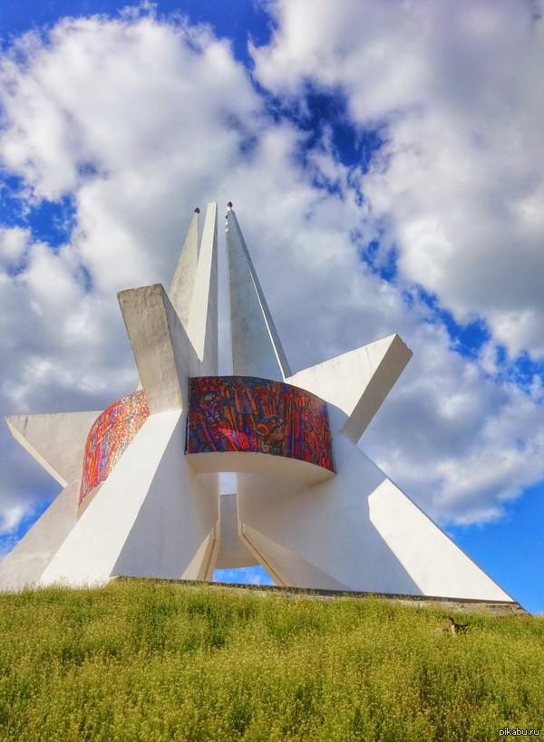 Курган Бессмертия, город Брянск снято на LG G3, автоулучшение от гугл фото