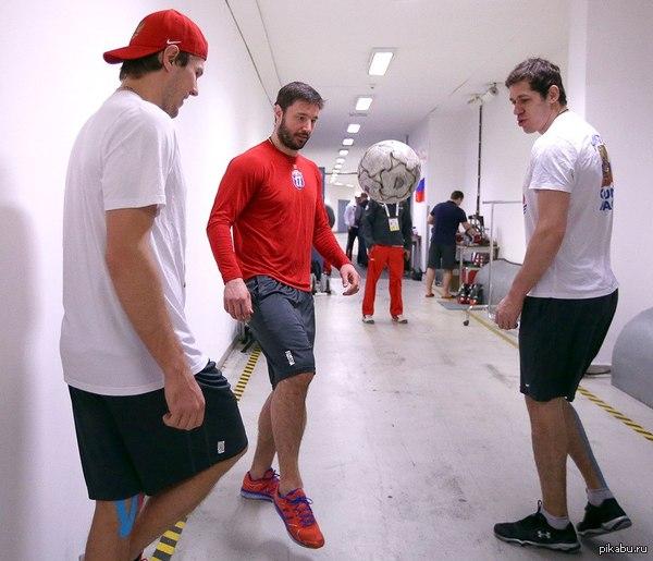 Готовятся к ЧМ по футболу 2018 Сборная России по хоккею  провела разминку перед финалом с Канадой.