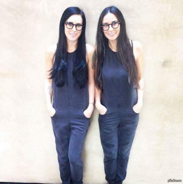 Это не близняшки, это мама с дочерью с разницой в 26 лет! Старшая дочь (26) Брюса Уиллиса и 52-летней актрисы восторженно прокомментировала кадр: «Это тот момент когда ты понимаешь, что становишься похожа на свою маму»