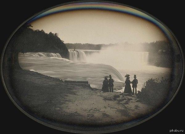 Фотография 1855 года Две пары возле Ниагарского водопада. Граница между США и Британской Северной Америкой.