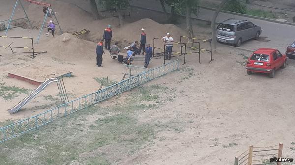 Работают в поте лица Ремонт во дворах, г. Павлодар