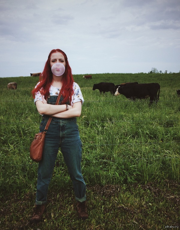 """Фото из деревни """"я со своими друзьями коровами"""" (с) - не моё"""