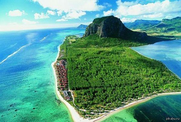 Самый необычный остров мира. Маврикий Тропическая зелень, потухшие вулканы, отвесные скалы и водопады – все это есть на одном из самых красивых островов планеты.