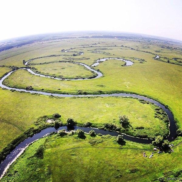 Мотоциклисты облизнутся )  Природа еще тот художник вот такая речушка в Рязанской области