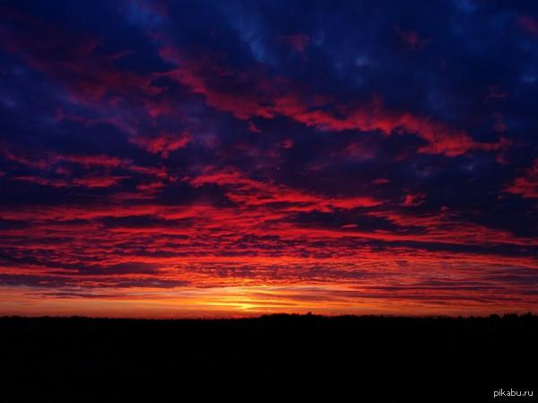 Красивый закат. Вид из моего окна. Очень часто вижу такую красоту за окном. Фоткал на Nexus 5.
