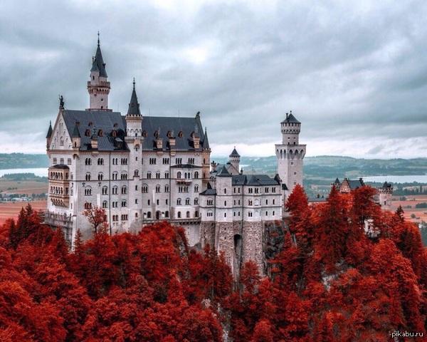 Замок Нойшванштайн осенью неимоверная красота