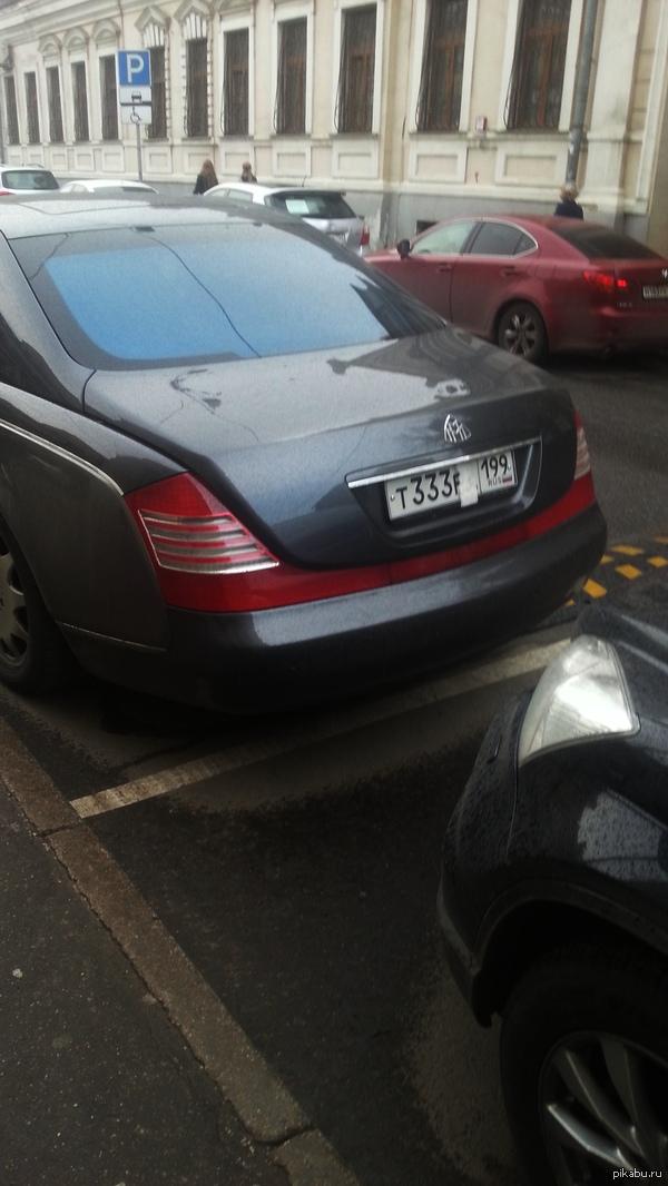 "Когда у тебя есть деньги на  Майбах, но нет денег на парковку... В ответ на пост <a href=""http://pikabu.ru/story/kogda_u_tebya_est_dengi_na_novenkiy_lambo_3659521"">http://pikabu.ru/story/_3659521</a> фоткал на i9300"