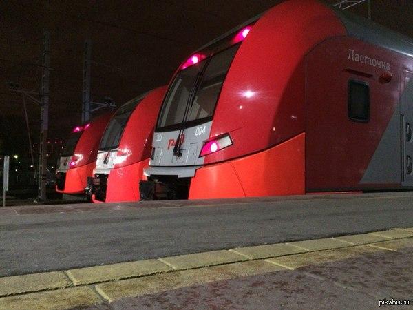 """Наконец запустили скоростные поезда """"Ласточка"""" на маршруте Москва- Зеленоград -Тверь. Готовы ли вы платить больше за свой комфорт в пути следования, господа? [фото моё - тег моё]"""