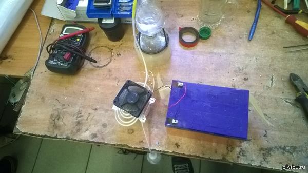 Делать было нечего. Маленький такой самогонный аппарат: спиртовка+капельница+радиатор+вентилятор.