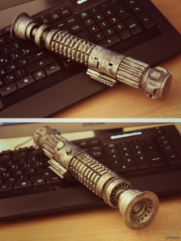 """Напечатанный на 3D принтере световой меч из """"Звёздных Войн"""" И первая попытка покрасить модель. Для первого раза, результатом я доволен)"""