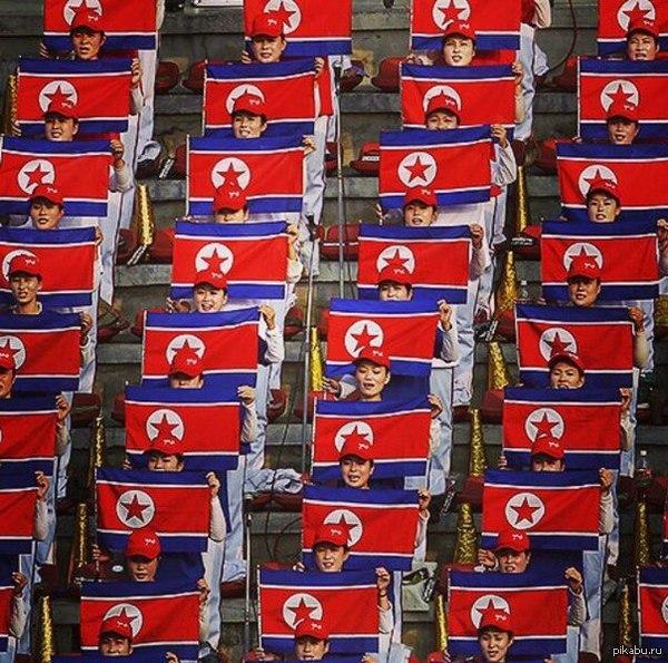 Футбольные фанаты в КНДР. Люди или роботы?