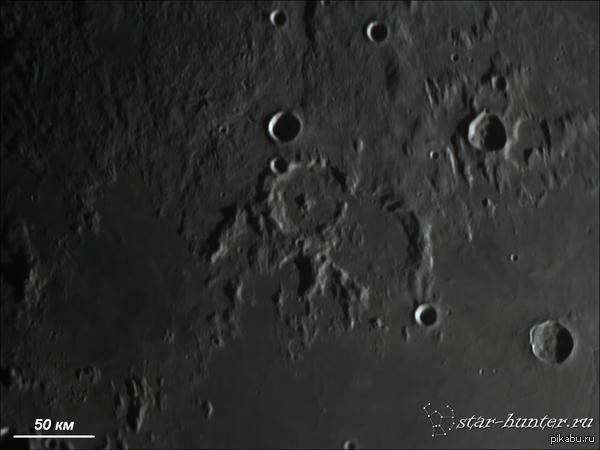 Окрестности лунного кратера Паллас. 21 сентября 2015, 19:37, телескоп Celestron NexStar 8 SE, линза Барлоу 2х с Т-адаптером, камера ZWO 120 MC. Место съемки: Краснодар, балкон.