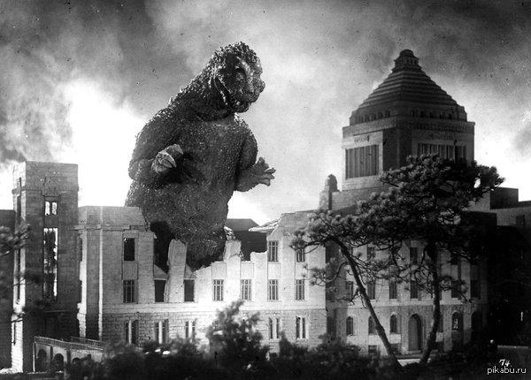 """Годзилла она же """"Gojira"""" 3 ноября 1954-го года на экраны выходит легендарный фильм режиссера Исиро Хонда """"Годзилла""""."""