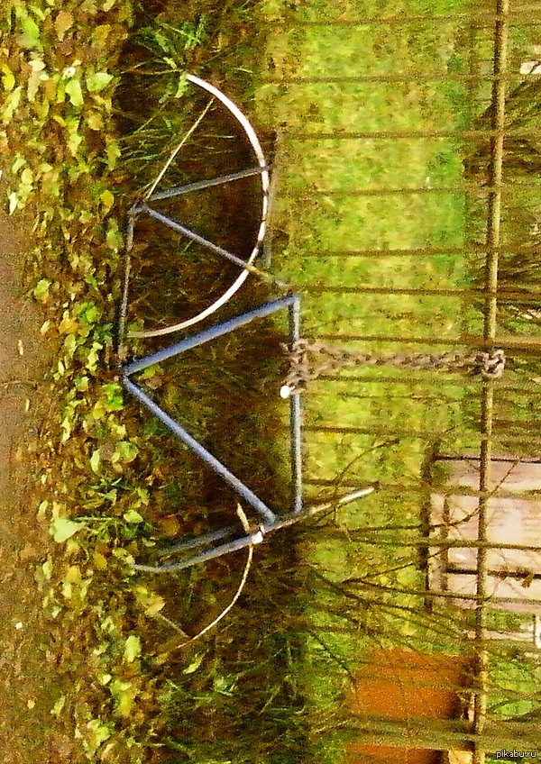 Немного о велозамках Увидел во дворе. Комментировать не буду, оставлю это на вас.