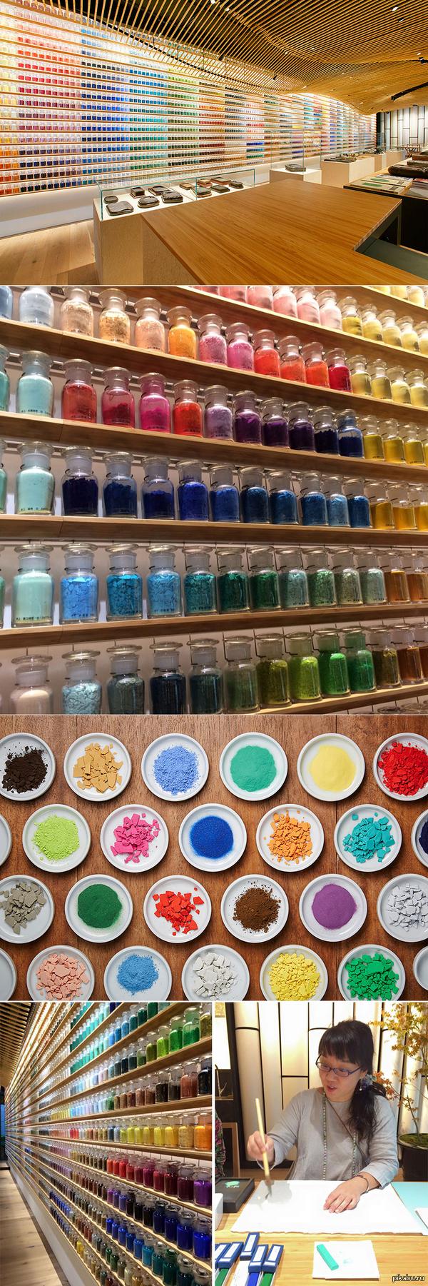 В японском магазине стоят рядами 4200 красителей разных оттенков для ценителей и продолжателей традиционной художественной техники