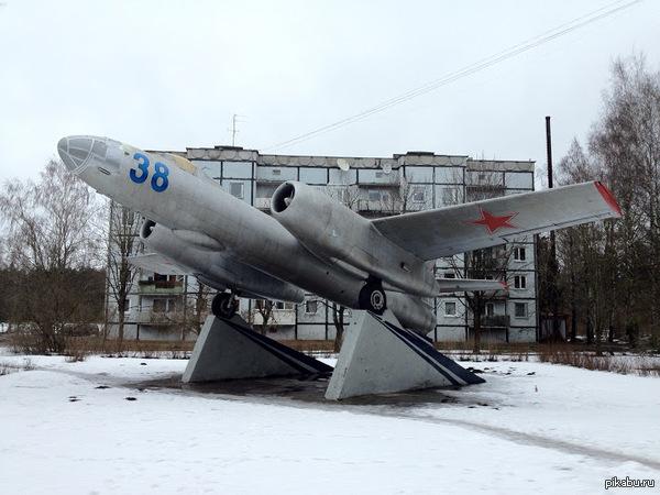 Бомбардировщик ИЛ-28 В небольшом посёлке Скулте, недалеко от Риги. Первый советский реактивный фронтовой бомбардировщик. Латвийские 5 копеек к памятникам на Пикабу.