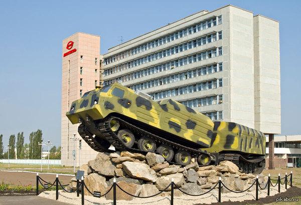 Памятник Вездеходу Снегоболотоход Витязь ДТ