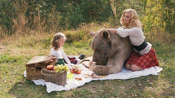Фотосессия семьи с медведем ввергла западные СМИ в шок Теперь нас будут ещё больше бояться  -  http://lifenews.ru/news/171816