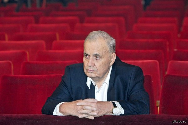 В ночь с 29 на 30 ноября умер Эльдар Рязанов http://www.rg.ru/2015/11/30/ryazanov-site.html#/13807_2a0f520a/1/