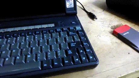 Мышка на ноутбуке 1993 года.