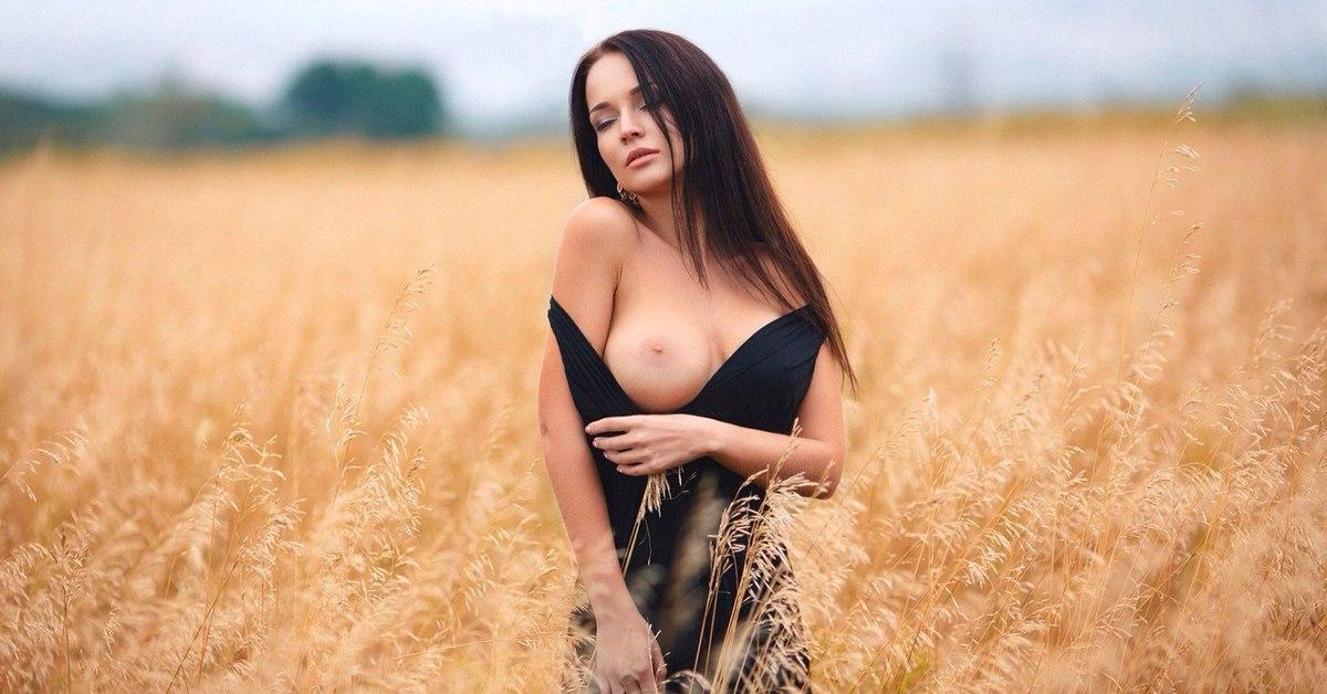 Ролики молодые девки в поле ретро эротика