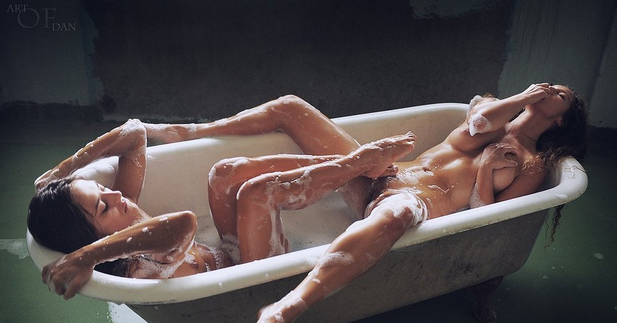 Hot picture threesome tub hay naked butt