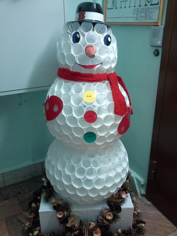 А у нас вот такой снеговик!