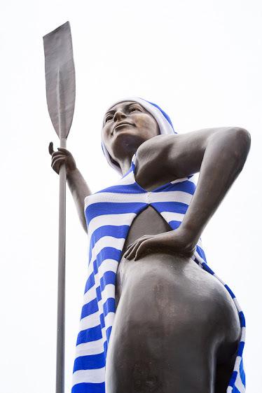 Девушка с веслом Ярнбомбинг, Статуя, Памятник, Тельняшка, Женщина, Длиннопост