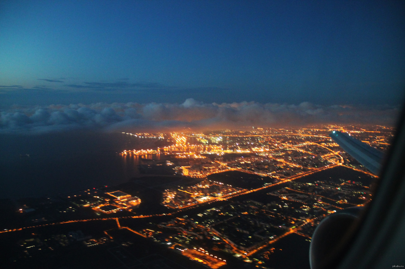 фото ночного города из самолета этой статье