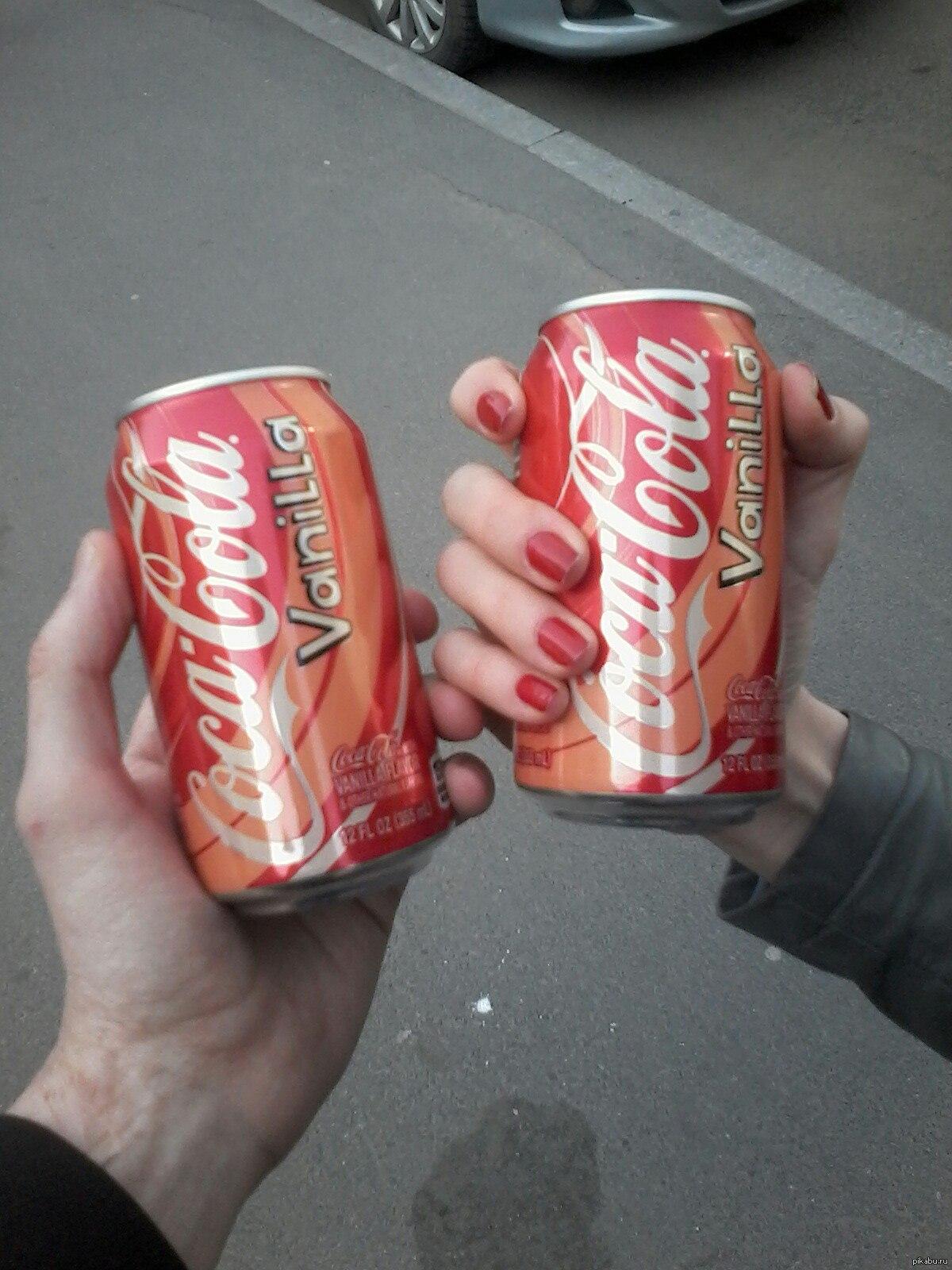 Кока-кола картинки в руке