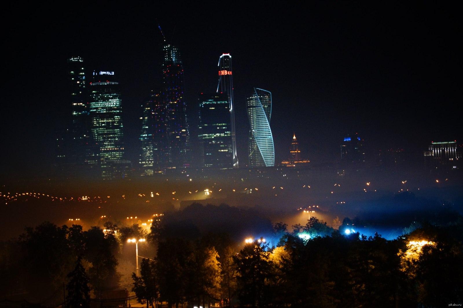 фото с москва сити ночью людей двухскатная крыша