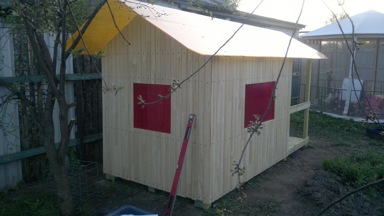 Я сделал домик для ребенка на даче своими руками фото