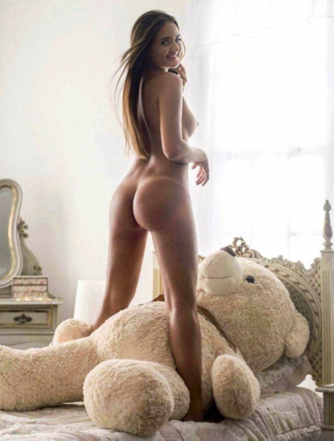 Девушка трахает плюшевого мишку онлайн