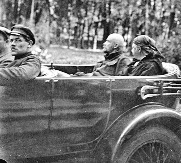 Автомобили Ленина.