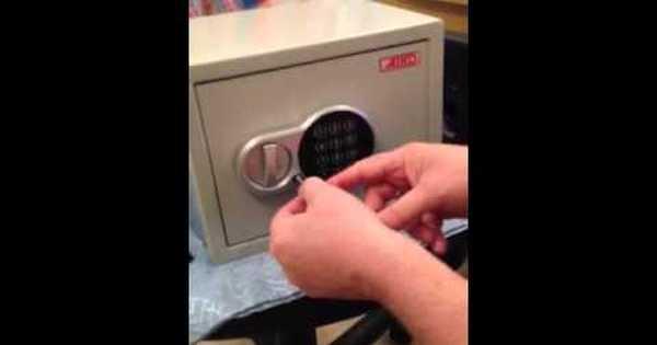 Как открыть сейф айко если забыл код